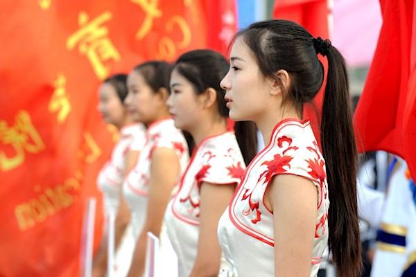 3.2号阳春东湖国际大酒店需要 两名礼仪