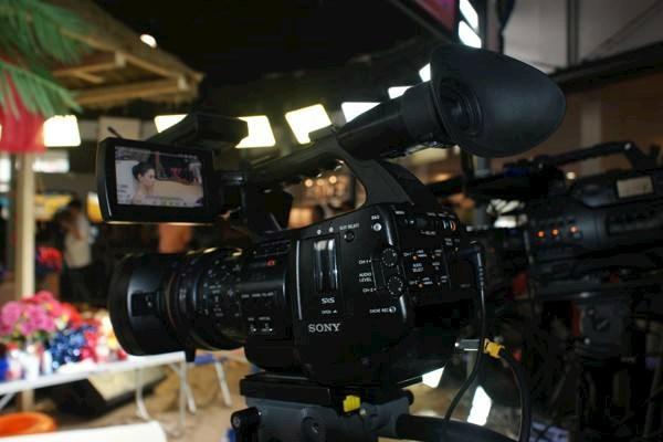 11月8,9日贵州黔西南需要摄像师一名